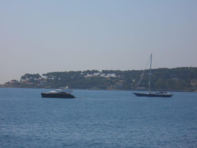 Beaux bateau au cap d'antibes