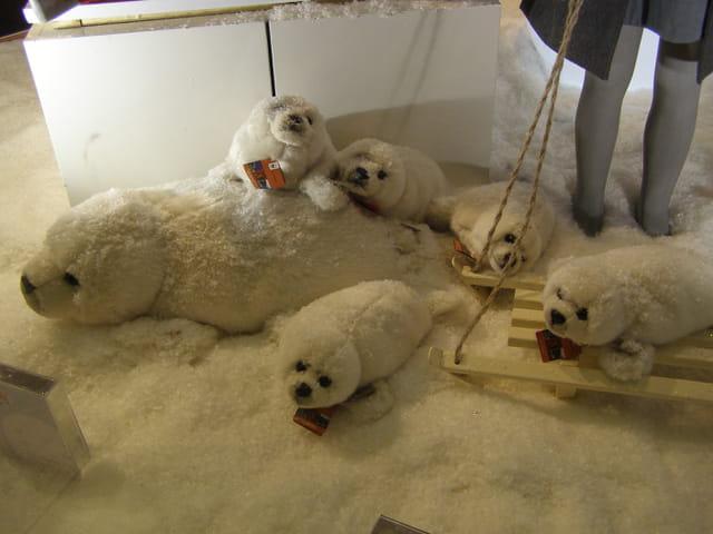 Bébés phoques pour le premier noël des Galeries Lafayette