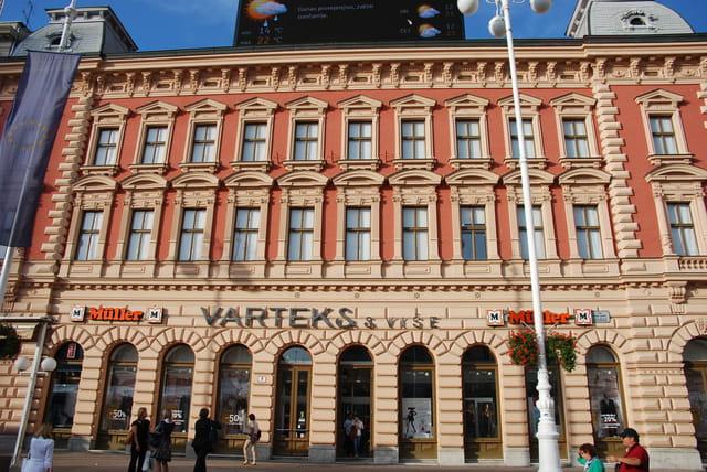 bel immeuble de la Place Ban Josip Jelacic