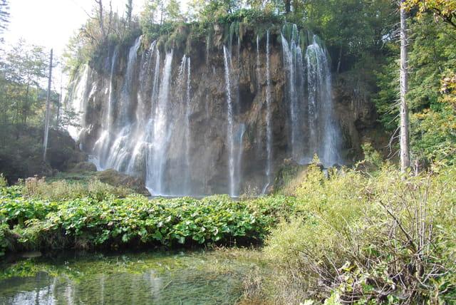 belle cascades du parc naturel des lacs de plitvice Jezera