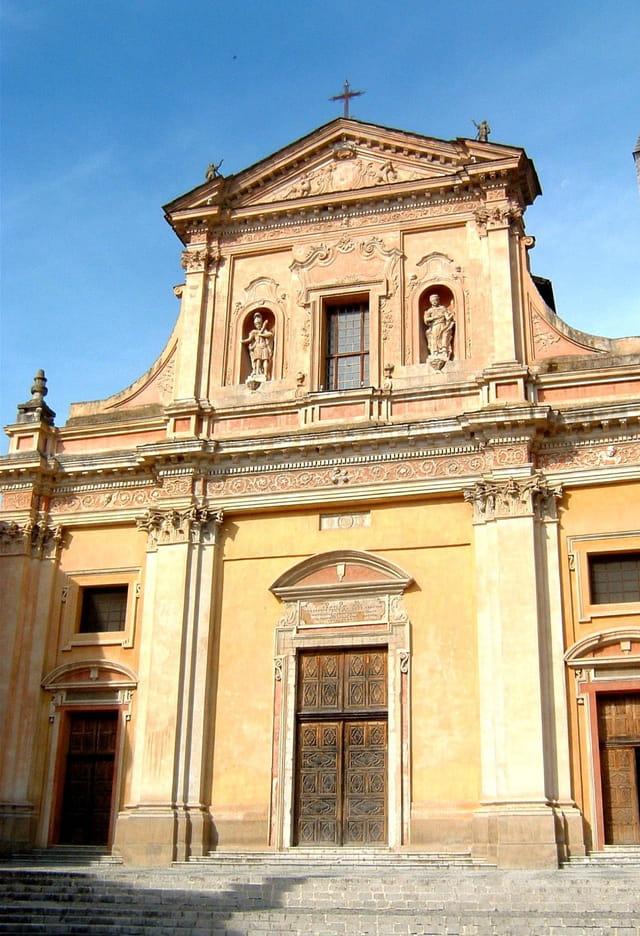 Belle façade de la cathédrale