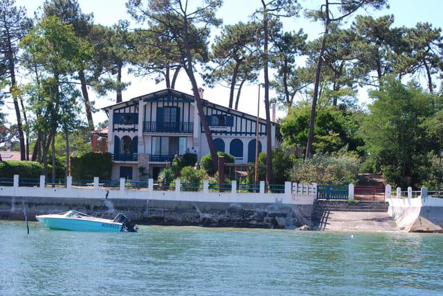 belle maison ancienne au bord du Bassin d'Arcachon