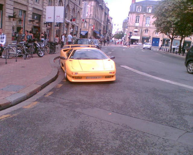 Belle voiture à Bordeaux