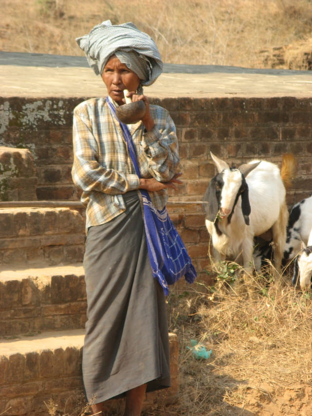 Bergère Birmane, fumeuse de cheroot