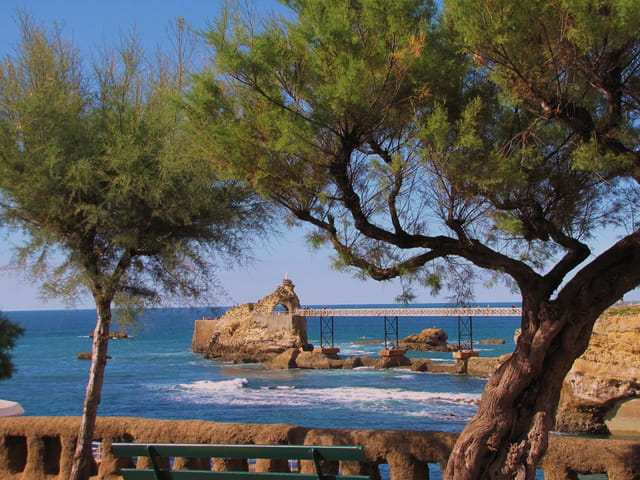 Biarritz - Le rocher de la vierge.