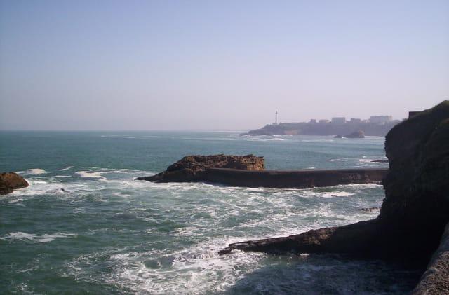 Biarritz vue du phare depuis le musée de la mer, le matin