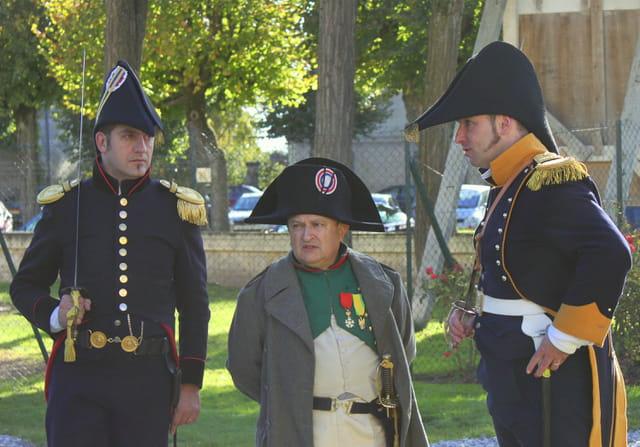 Bicentenaire Napoléon et Marie-Louise : l'Empereur observe le bivouac