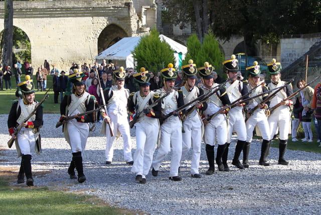 Bicentenaire Napoléon et Marie-Louise : pas de charge et baïonnette au fusil pour les voltigeurs