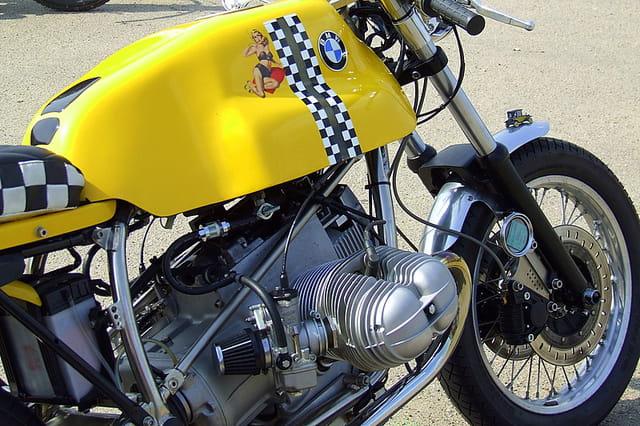 Bicylindre jaune