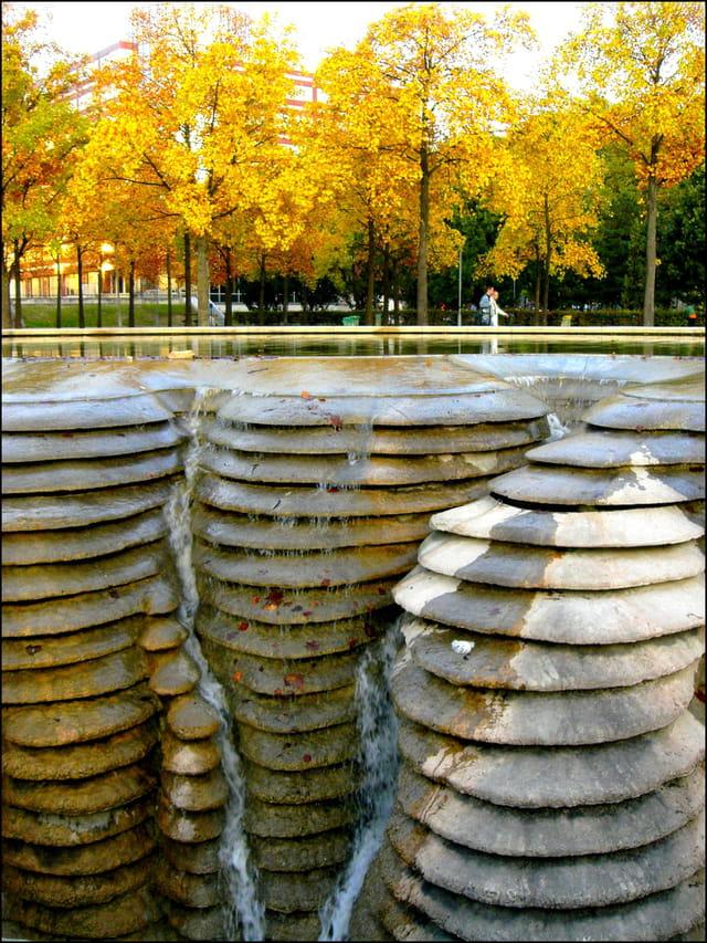 Bien étrange fontaine à Bercy