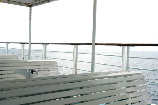 Blancs bancs, blanc ciel, blanche mer