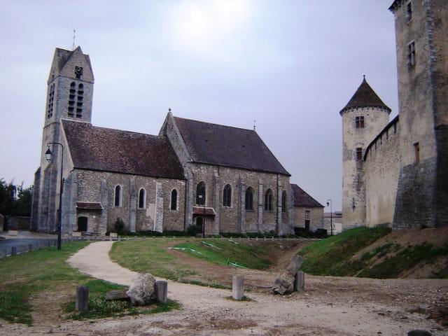 Blandy-les-Tours,  l\'église Saint-Maurice