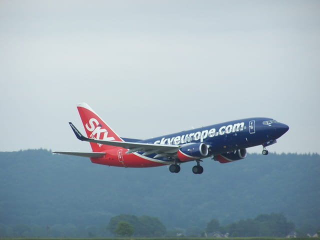 Boeing 737 Skyeurope, décollant de l'aéroport Tarbes-Lourdes