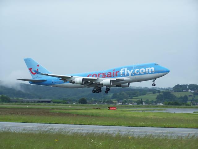 Boeing 747 Corasirfly.com, décollant de l'aéroport TArbes-Lourdes