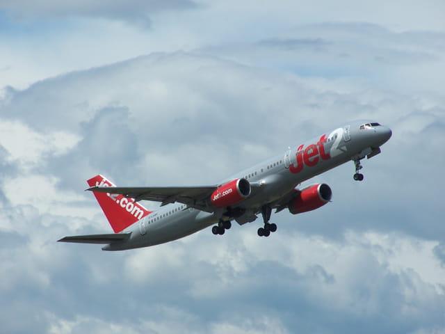 Boeing 757  Jet2.com, décollant de l'aéroport Tarbes-Lourdes