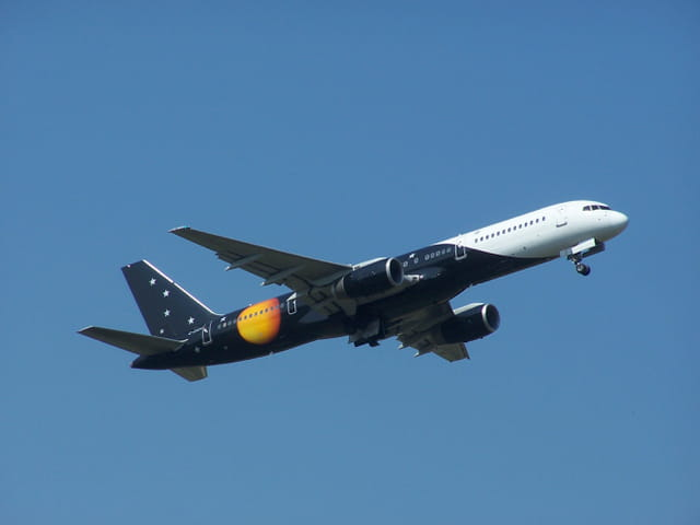 Boeing 757 Titan Airways décollant de Tarbes-Lourdes