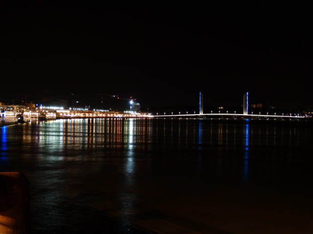 Bordeaux by night 7