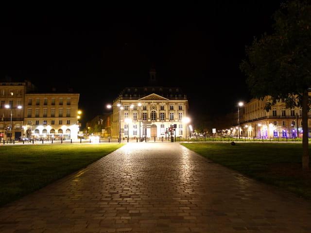 Bordeaux by night 8