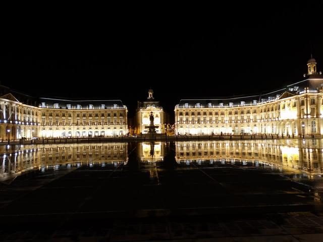 Bordeaux by night 9