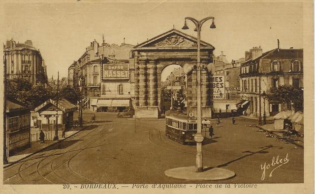 Bordeaux, la porte d'aquitaine, place de la victoire