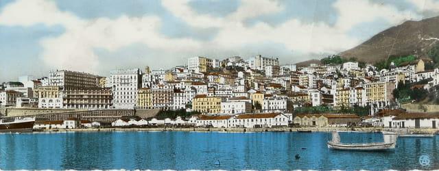 Bougie aujourd'hui Bejaia, ville en Algérie sur le golfe de Bejaia