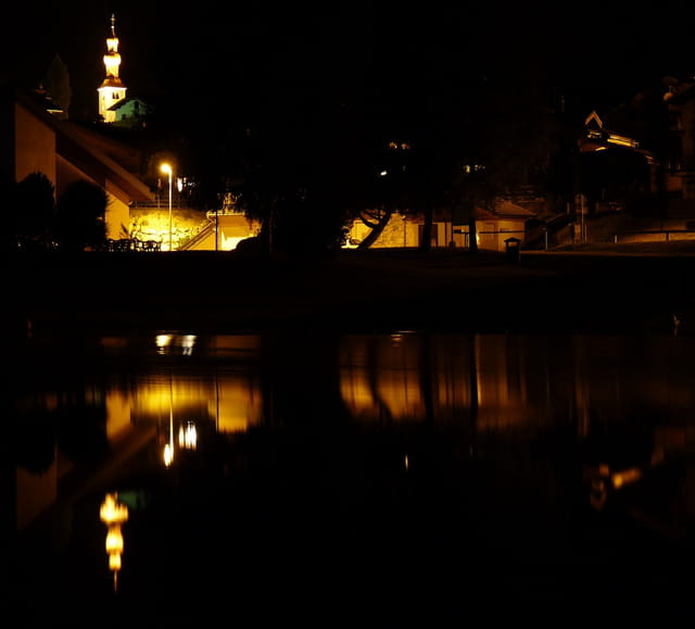 Bozel by night