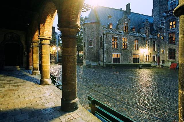 Bruges, cour du gruuthuse museum