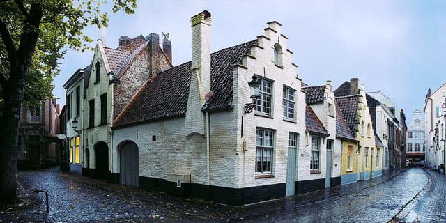 Bruges, zonnekeemers sous la pluie