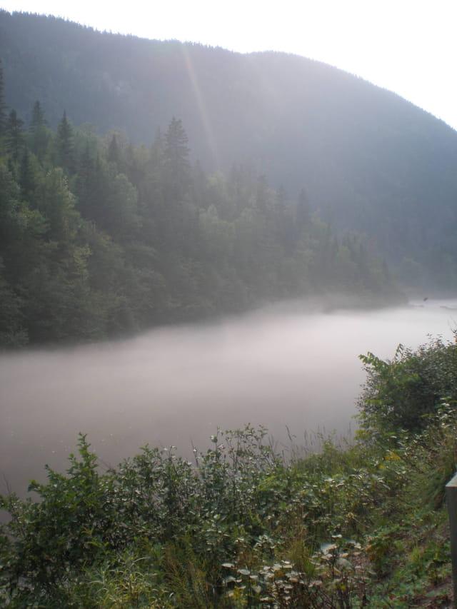 Brume sur une rivière, région Chicoutimi