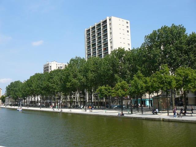 Buildings avec vue sur le canal