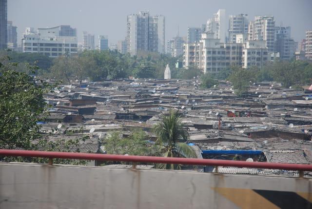 buildings et bidonvilles de Bombay