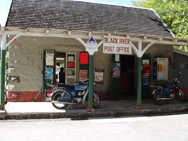 Bureau de poste par fran oise soler sur l 39 internaute - Bureaux de poste marseille ...