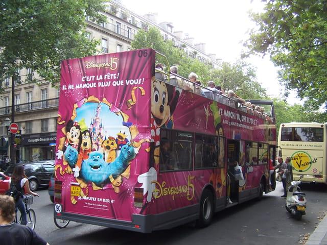 Bus de tourisme à Paris