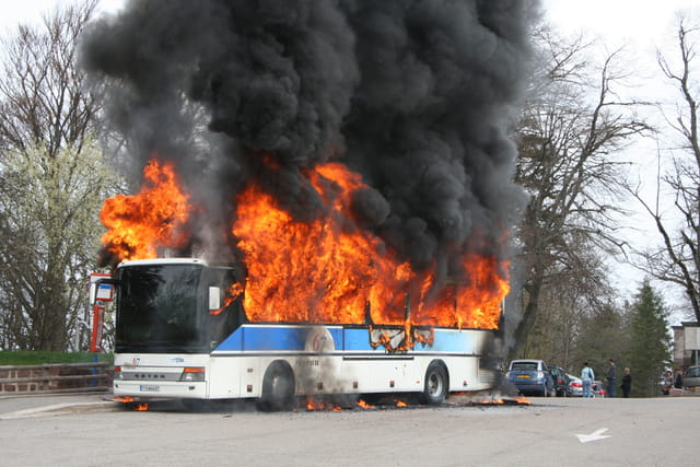 Bus en feu au Mont Saint Odile