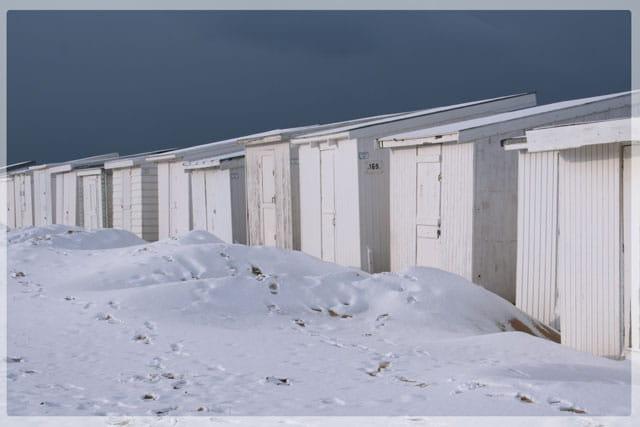 Cabanes de plage enneigées