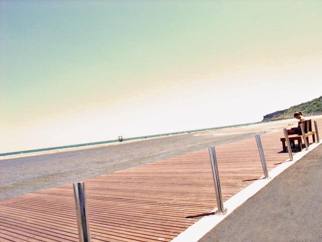 Calme d'une plage par grand vent