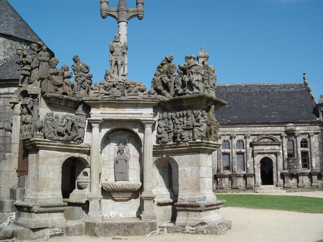 Calvaire et chapelle funéraire de Guimiliau