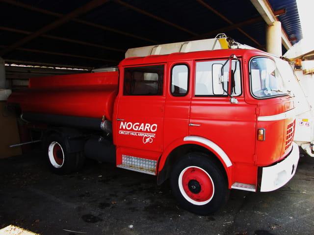 Camion de pompier d'antan.