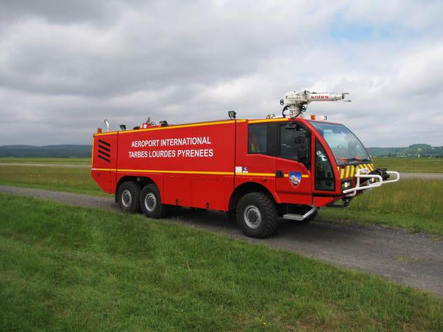 Camion de pompiers - Aéroport TLP.