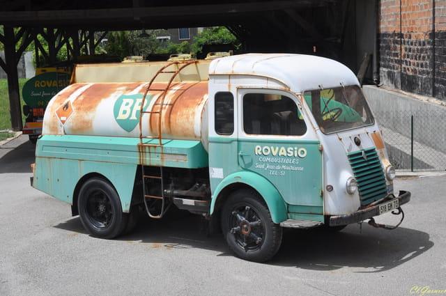 camion renault goelette 1960 par claude garnier sur l 39 internaute. Black Bedroom Furniture Sets. Home Design Ideas