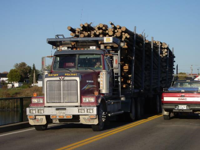 Camion sur le pont Carbonneau
