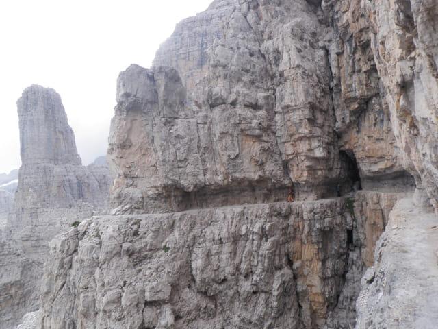 Campanille Basso- Brenta- Dolomiti - Italie.