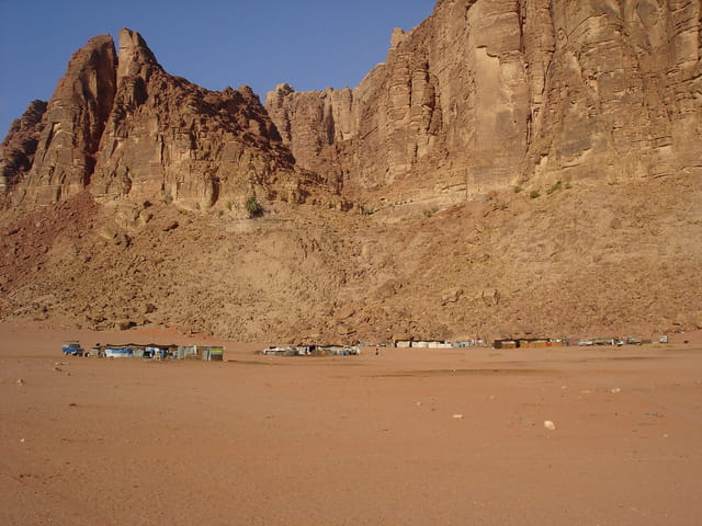 Campement bédouin dans le désert