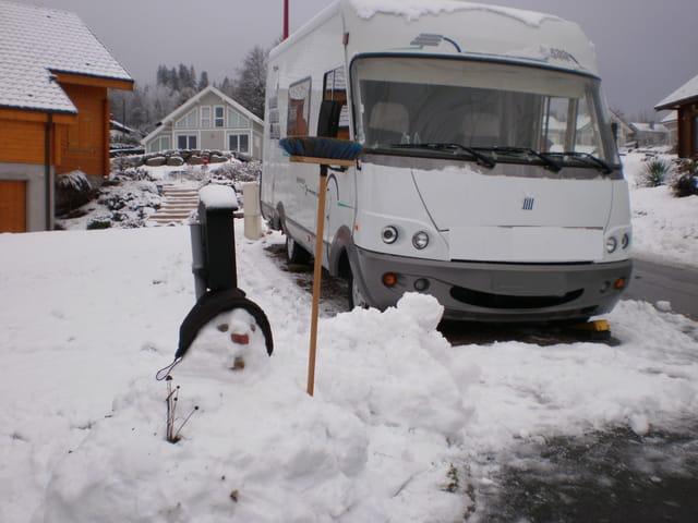 Camping-car dans la neige - C'est SUPER !