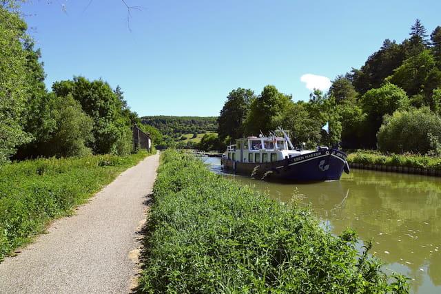 Canal de Bourgogne - Ecluse de Baugey