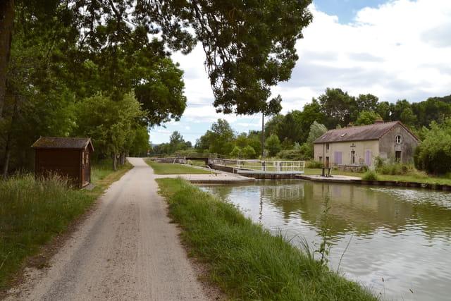 Canal de Bourgogne - Ecluse de Bouhey