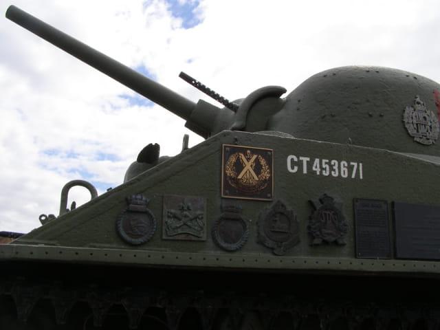 Canon et mitraillette du char Sherman