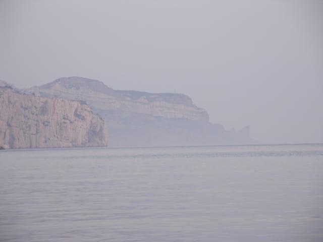 Cap sicié dans la brume