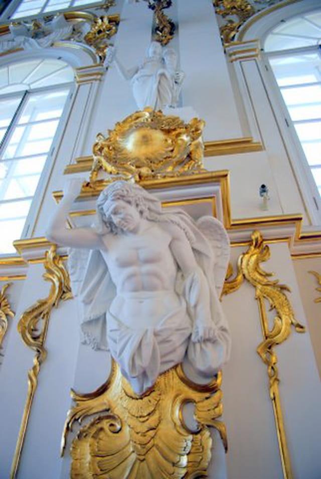 cariatide de l'escalier d'honneur du musée de l'Ermitage