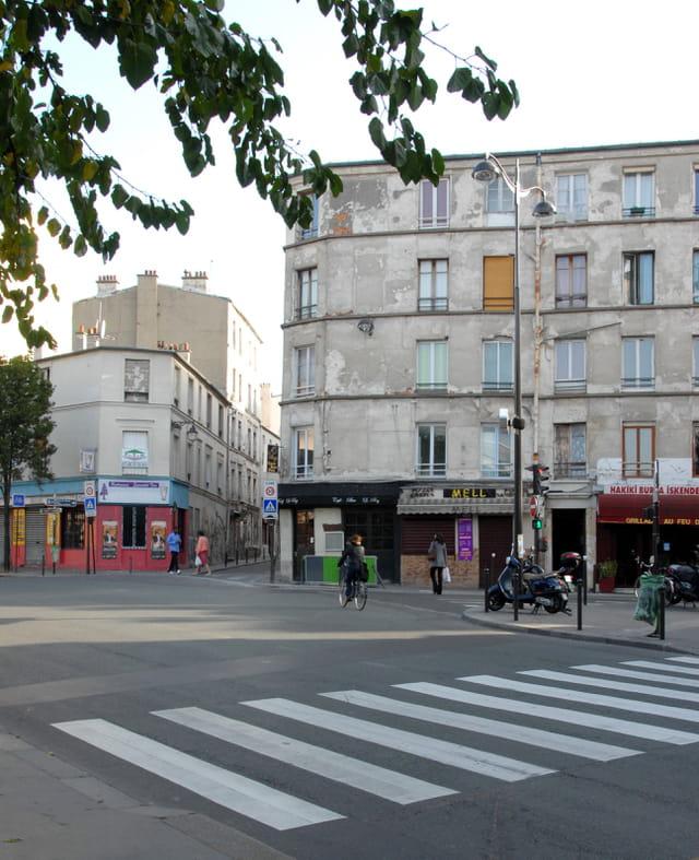 Carrefour de l'avenue Claude Vellefaux et de la rue Saint Maur